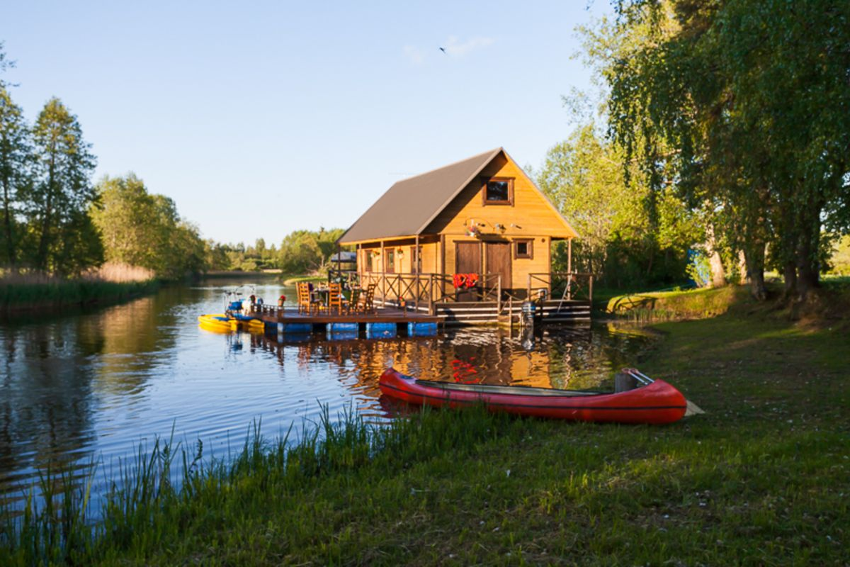 A small raft house on a summer evening